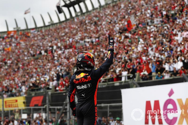 Max Verstappen, Red Bull Racing, celebra en Parc Ferme después de ganar la carrera