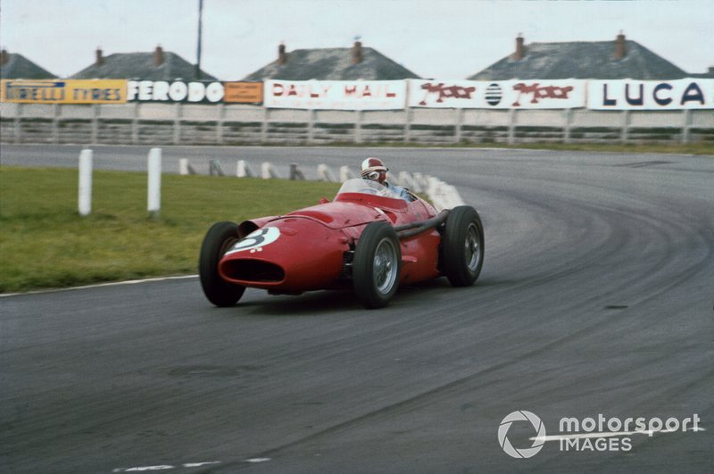 GP de Argentina 1957 - Aunque la foto es de otra carrera de ese año, el argentino Carlos Menditeguy, con Maserati 250F, logró en su país su primer y único podio en Fórmula 1. Fue tercero tras otros dos Maserati y solo disputaría 10 grandes premios en F1.