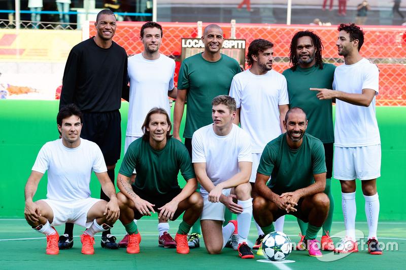 Futbol maçı ekibi: Sergio Perez, Sahara Force India F1; Jolyon Palmer, Renault Sport F1 Team; Max Ve