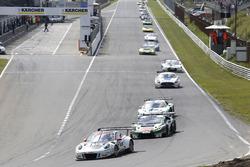 #17 KÜS TEAM 75 Bernhard, Porsche 911 GT3 R: David Jahn, Kévin Estre führt