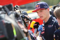 Max Verstappen, Red Bull Racing con los medios