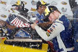 Winner Chris Buescher, Front Row Motorsports Ford