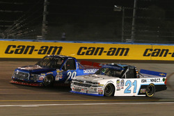 Chase Briscoe, Brad Keselowski Racing Ford y Johnny Sauter, GMS Racing Chevrolet