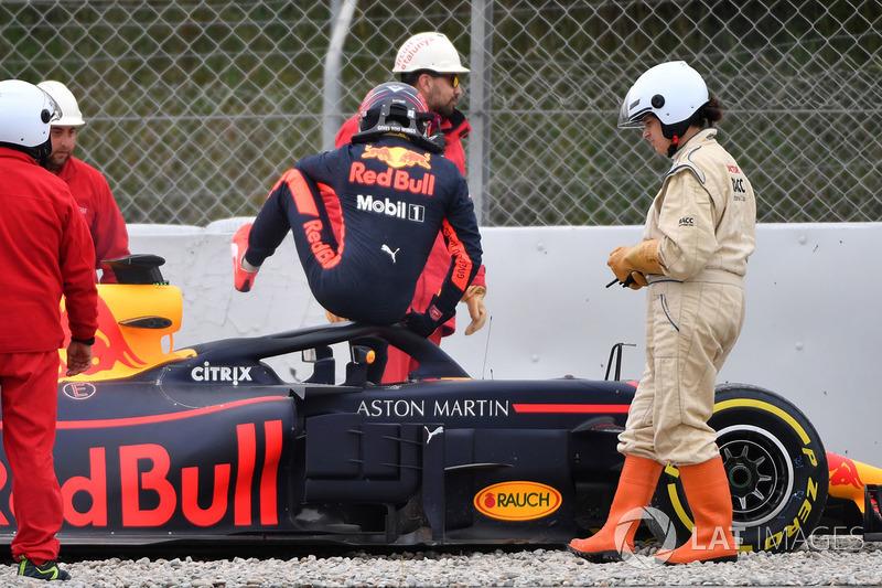 Max Verstappen também visitou o cascalho de Barcelona.