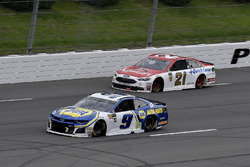 Chase Elliott, Hendrick Motorsports, Chevrolet Camaro NAPA Auto Parts and Paul Menard, Wood Brothers Racing, Ford Fusion Motorcraft / Quick Lane Tire & Auto Center