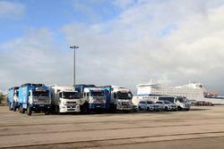 I Team si preparano a Le Havre per il lungo viaggio verso Lima, Peru