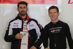 Гонщики Toyota Gazoo Racing Энтони Дэвидсон и Хосе Мария Лопес
