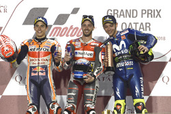 Подіум: друге місце Марк Маркес, Repsol Honda Team, переможець гонки Андреа Довіціозо, Ducati Team, третє місце Валентино Россі, Yamaha Factory Racing