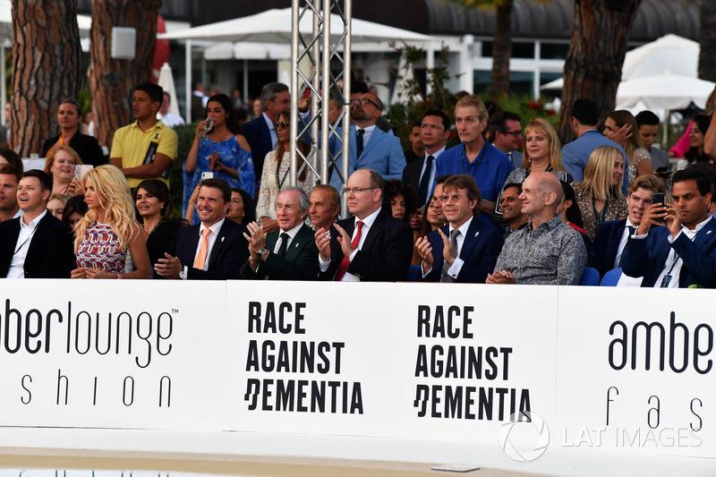 Джекі Стюарт, Князь Монако Альбер, Пол Стюарт, Едріан Ньюі, Red Bull Racing