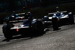 Nicolas Prost, Renault e.Dams, leadsAlex Lynn, DS Virgin Racing