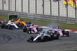 Лэнс Стролл, Williams FW41, Серхио Перес и Эстебан Окон, Sahara Force India F1 VJM11, Сергей Сироткин, Williams FW41, и Стоффель Вандорн, McLaren MCL33