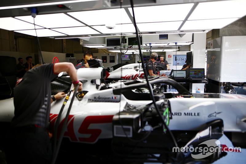 Mechanics work on the cars of Kevin Magnussen, Haas F1 Team, and Romain Grosjean, Haas F1 Team