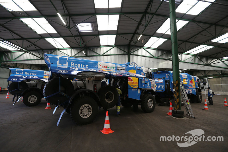 2018 40º Rallye Raid Dakar Perú - Bolivia - Argentina [6-20 Enero] Dakar-teams-transport-to-lima-2017-kamaz-trucks-prepared-in-le-havre-for-the-long-trip-to
