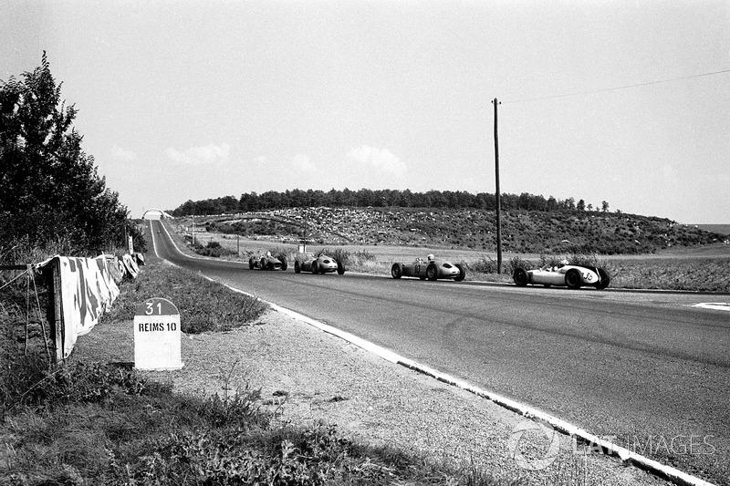 Карьера Джанкарло Багетти после столь ошеломляющего начала оказалась на удивление пресной и недолгой. Он провел в Ф1 еще два десятка Гран При, но ни разу больше не был даже на подиуме. В 1995-м итальянский экс-пилот умер от рака