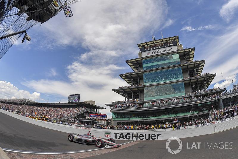 Will Power, Team Penske Chevrolet melintasi garis finis