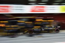 Arrêt au stand pour Carlos Sainz Jr., Renault Sport F1 Team RS18