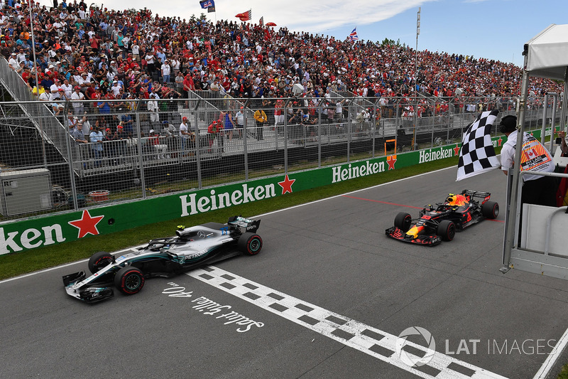 Valtteri Bottas, Mercedes-AMG F1 W09 and Max Verstappen, Red Bull Racing RB14 take the chequered fla