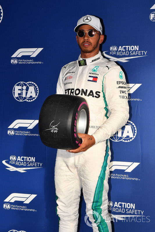 Pole sitter Lewis Hamilton, Mercedes-AMG F1 celebrates in parc ferme with Pirelli Pole Position Awar