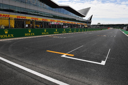 Main straight and grid