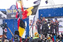 Брин и Скотт Мартин, Citroën World Rally Team, третье место – Андреас Миккельсен и Андерс Егер, Hyundai Motorsport