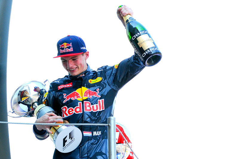 Max Verstappen, Red Bull Racing festeggia la sua prima vittoria