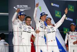 #1 Porsche Team Porsche 919 Hybrid: Тимо Бернхард, Марк Уэббер, Брендон Хартли и руководитель команд