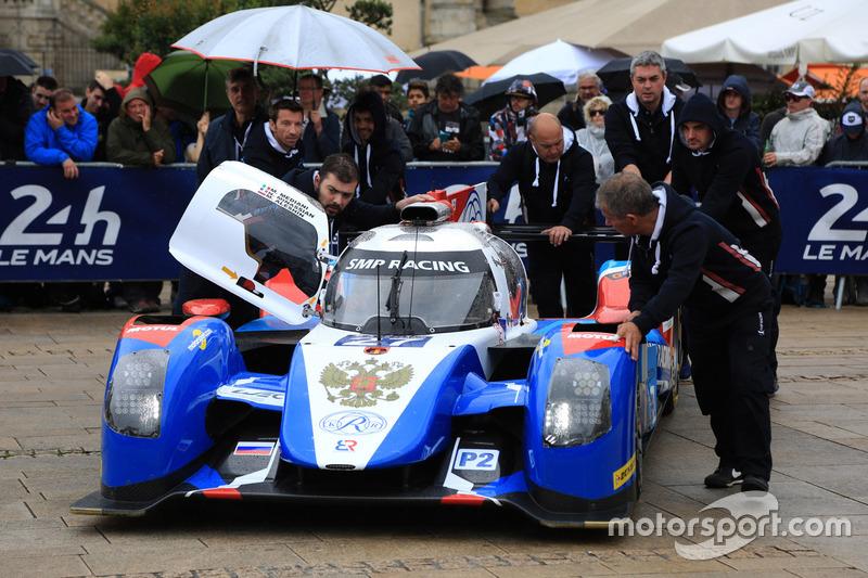 #27 SMP Racing BR01 Nissan