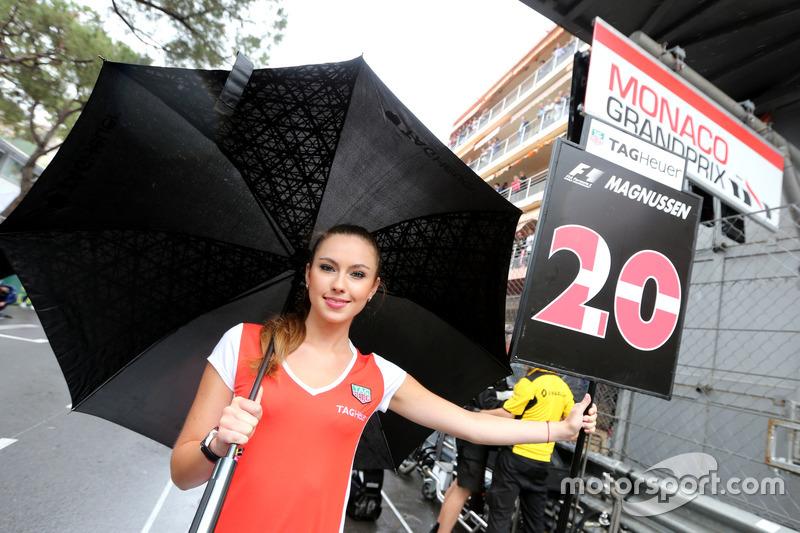 Grid girl, Kevin Magnussen, Renault Sport F1 Team