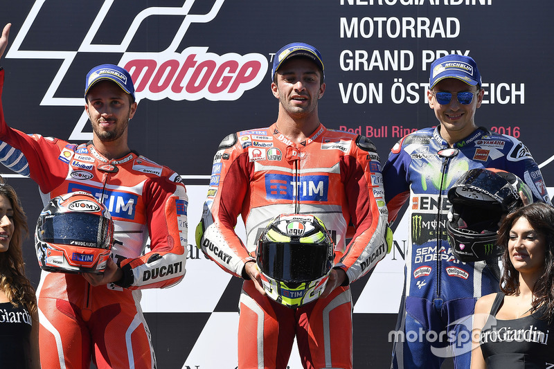 Podio: il secondo classificato Andrea Dovizioso, Ducati Team, il vincitore della gara Andrea Iannone, Ducati Team, il terzo classificato Jorge Lorenzo, Yamaha Factory Racing