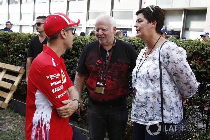 Гонщик Ferrari Себастьян Феттель и его родители: Норберт Феттель и Хайке Феттель