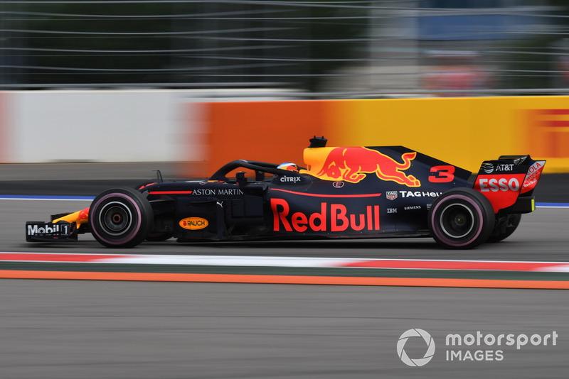 18: Даниэль Риккардо, Red Bull Racing RB14, без времени в Q2 (штрафы за замену элементов силовой установки и коробки передач)