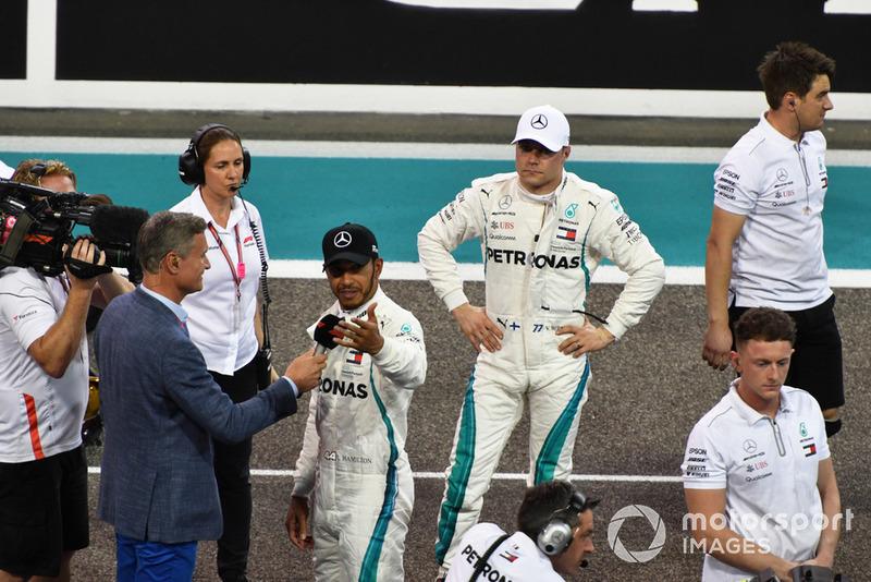 Володар поулу Lewis Hamilton, Mercedes AMG F1 говорить з Девідом Култхардом Channel 4 F1