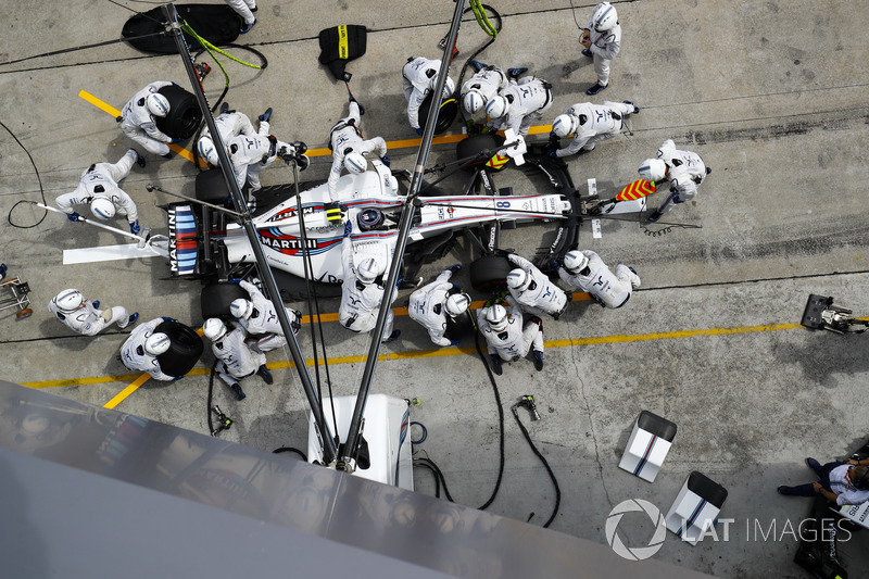 Lance Stroll, Williams FW40, makes a pits top