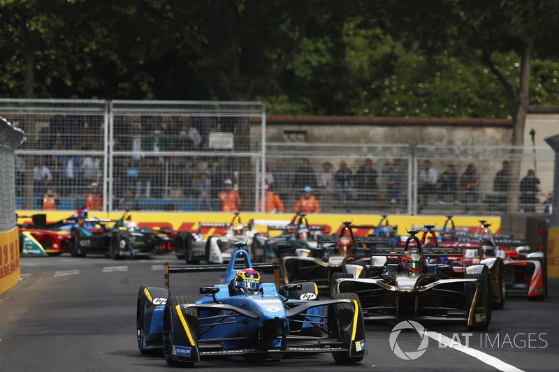 Aksi balapan selepas start. Paris ePrix