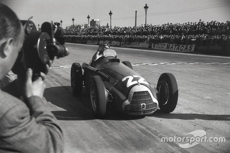 1951: Перший з п'яти титулів Фанхіо