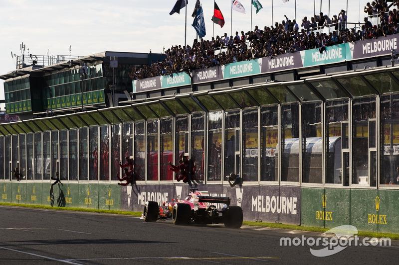 Zieldurchfahrt: Sebastian Vettel, Ferrari SF70H