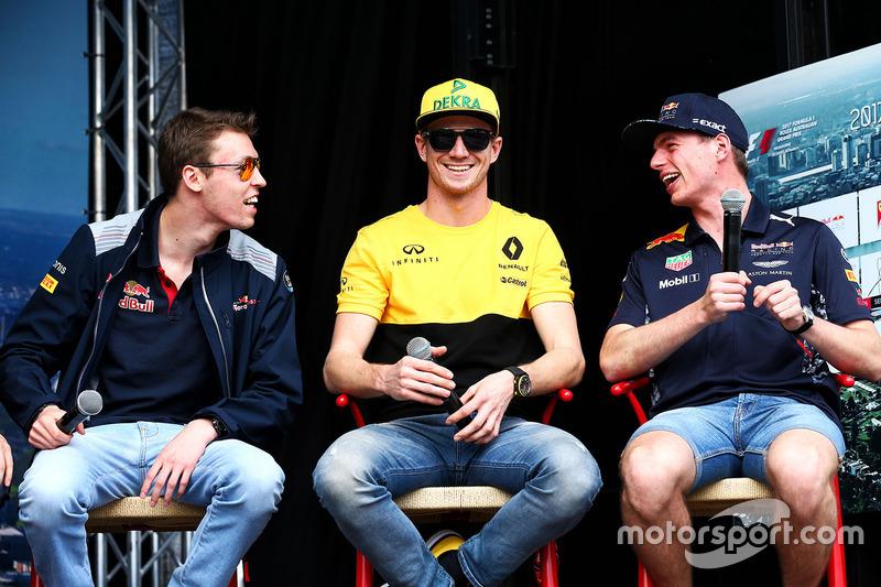 Daniil Kvyat, Scuderia Toro Rosso con Nico Hulkenberg, Renault Sport F1 Team y Max Verstappen, Red Bull Racing