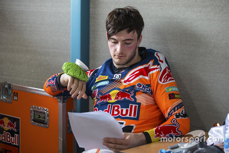 Jeffrey Herlings in het KTM paddock