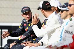 Макс Ферстаппен, Red Bull Racing, и Дженсон Баттон, McLaren F1