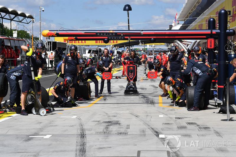 Red Bull Racing RB13 mekanikeri