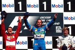 Podium: Race winner Gerhard Berger, Benetton Renault, second place Michael Schumacher, Ferrari, third place Mika Hakkinen, McLaren