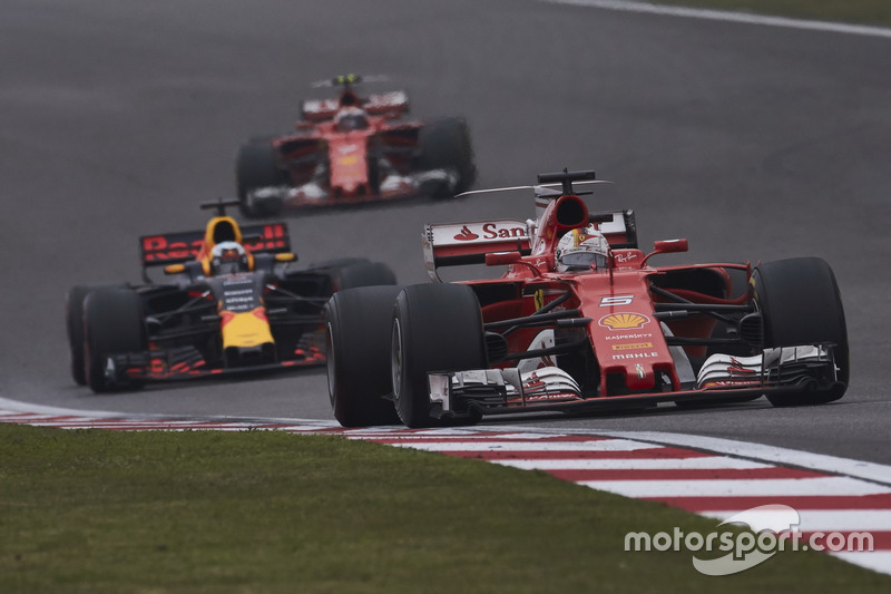 Sebastian Vettel, Ferrari SF70H; Daniel Ricciardo, Red Bull Racing RB13; Kimi Räikkönen, Ferrari SF70H