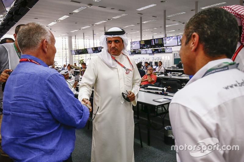 كبار الشخصيات البحرينية يزورون المركز الإعلامي