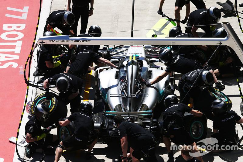Valtteri Bottas, Mercedes AMG F1 W08, makes a stop