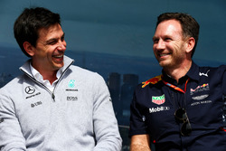 Toto Wolff, Mercedes AMG F1 W08 Shareholder and Executive Director with Christian Horner, Red Bull Racing RB13 Team Principal