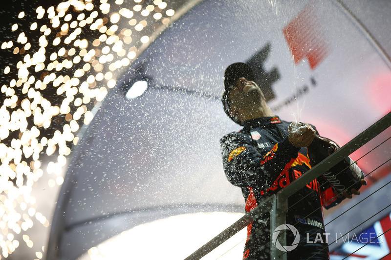 Ricciardo, siempre pesca en río revuelto