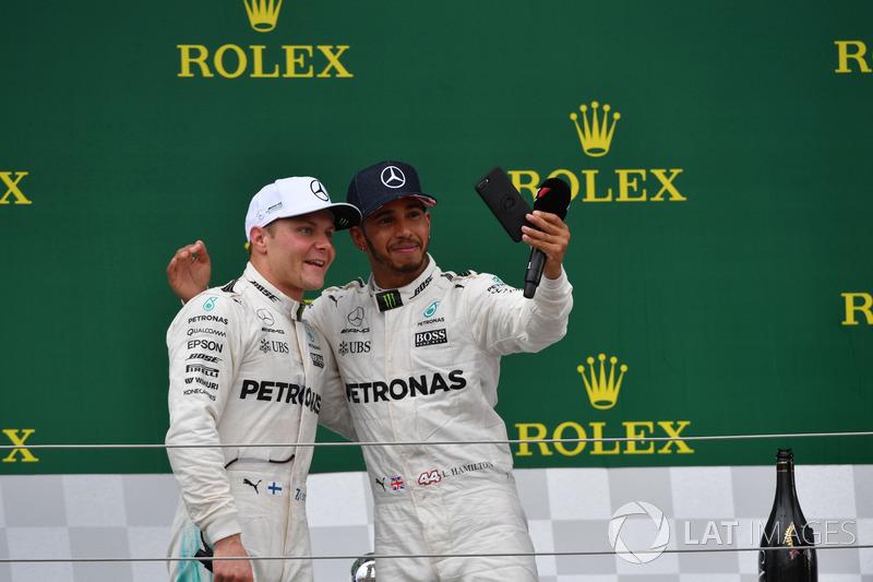 Valtteri Bottas, Mercedes AMG F1 and Lewis Hamilton, Mercedes AMG F1 on the podium