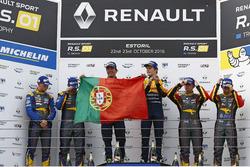 Podium: Sieger #19 Equipe Verschuur, Renault RS01: Miguel Ramos, Steijn Schothorst