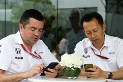 Eric Boullier, McLaren Racing Director con Yusuke Hasegawa, jefe del programa de Honda F1