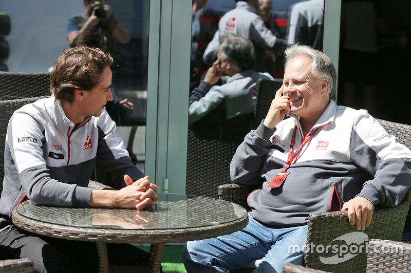 Esteban Gutierrez, Haas F1 Team mit Günther Steiner, Haas F1 Teamchef